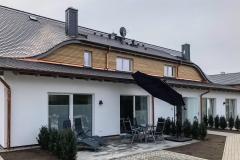Blick auf das Ferienhaus mit Terrasse