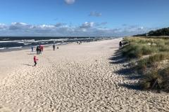 Strand mit Düne und Blick auf die Ostsee