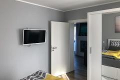 Schlafzimmer mit Blick in den Wohnbereich